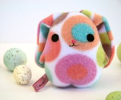 Eggbunny Pinkbelly, Easter rabbit bunny plush, blue, pink, green, purple, orange, white stuffed animal Muser. Hecho a mano.