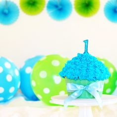 Cake smash giant cupcake for a sweet one year old birthday!!