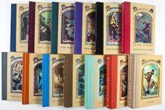 Descargar 13 Libros de la serie Una serie de eventos desafortunados del Autor Daniel Handler, más conocido como Lemony Snicket en español y formato PDF + Bono  http://helpbookhn.blogspot.com/2013/06/los-13-libros-de-la-serie-una-serie-de.html