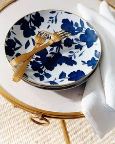 Blue, white and gold combine in the elegant and fresh Ralph Lauren Home Audrey tabletop