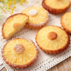 Gustiamo le nostre dolcezze all'ananas con sopra un po' di zucchero a velo! Eid Cake, My Favorite Food, Favorite Recipes, Barbecue Recipes, Sweet Tarts, Food Humor, Italian Recipes, Cupcake Cakes, Food And Drink