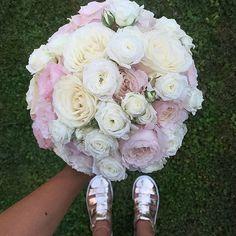 Romantic summer style by @federicaambrosini #meijerroses #federicaambrosini #luxuryroses #weddingidea #bridetobe #weddinginspiration