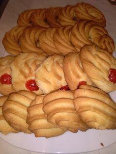 Μπισκότα βουτύρου - τόσο αφράτα που λιώνουν στο στόμα !!! ~ ΜΑΓΕΙΡΙΚΗ ΚΑΙ ΣΥΝΤΑΓΕΣ Greek Sweets, Greek Desserts, Greek Recipes, Amaretti Cookies, Biscotti Cookies, Sweets Recipes, Cookie Recipes, Greek Cookies, Cranberry Cookies