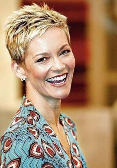 Jessica-Rowe-Layered-Short-Pixie Beautiful Layered Short Haircuts for Ladies Very Short Hair, Short Hair With Layers, Short Hair Cuts For Women, Short Hairstyles For Women, Easy Hairstyles, Short Grey Hair, Hairstyle Ideas, Black Hair, Hair Ideas