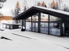 musta-tumma-hirsitalo-vapaa-ajantalo-talvi Cabins In The Woods, House In The Woods, My House, Barn House Plans, House Floor Plans, Cabin Plans, Cabin Interior Design, House Design, Hippie House
