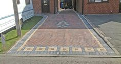 Mounting a Block or Paver Walkway – Outdoor Patio Decor Block Paving Driveway, Resin Driveway, Stone Driveway, Driveway Design, Paver Walkway, Concrete Driveways, Brick Pavers, Walkways, Resin Bound Driveways