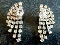 A vintage pair of rhinestone art deco style earrings suitable for pierced ears.  Made from beautiful sparkling rhinestones, in an Art Deco arched design with 5 gently tiered drops that move and catch the light beautifully . Vintage circa 1980's - 90's.  Push pin fastening, supplied with new backs.
