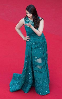 Aishwarya Rai Bachchan blowing a kiss at Cannes 2015. #Bollywood #Fashion #Style #Beauty #Cannes2015