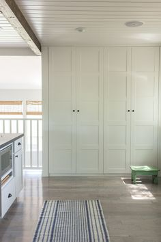 Built in pantry using Ikea PAX wardrobe. New house ideas! Built In Pantry, Built In Storage, Hidden Pantry, Wall Pantry, Ikea Pantry Storage, Ikea Hack Storage, Pantry Doors, Hallway Storage Cabinet, Entryway Wall