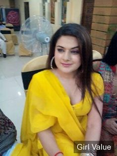Hot and Sexy girl in yellow shalwar kameez