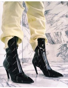 8f3c3ecfd031 1039 Best These boots are made for walking! images in 2019   Fashion ...