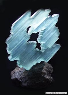 ECHO by Yasmina Heidar - laminated glass Blown Glass Art, Art Of Glass, Fused Glass Art, Glass Ceramic, Mosaic Glass, Laminated Glass, Cast Glass, Glass Texture, Objet D'art