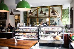 Salad display The Market on Holly is the cutest little gourmet food shop and cafe with delicious salads, sandwiches, and pastries to choose from Bakery Design, Restaurant Design, Restaurant Bar, Cafe Design, Cafe Display, Bread Display, Tienda Natural, Cafe Interior, Interior Design