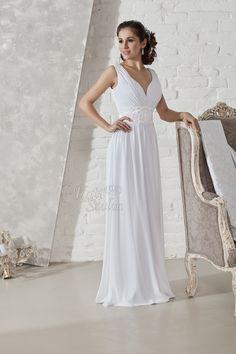 Muszlinból készült lágy esésű estélyi ruha jellegű menyasszonyi ruha. Felsőrésze különleges rakott, pántos vállmegoldással készült, derekán csipke díszítéssel, Swarovskival Bride, Formal Dresses, Wedding, Fashion, Wedding Bride, Dresses For Formal, Valentines Day Weddings, Moda, Bridal
