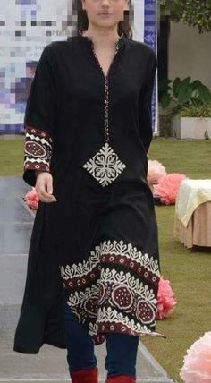 Pakistani Designer Suits, Indian Designer Wear, Kurti Designs Party Wear, Kurta Designs, Pakistani Bridal Dresses, Indian Dresses, Simple Dresses, Pretty Dresses, Sindhi Dress