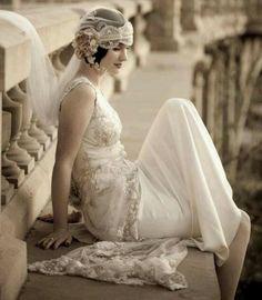 Moda de los años 20 - Tendenzias.com 1920s Style Wedding Dresses, Gatsby Wedding Dress, Great Gatsby Themed Wedding, 1920s Wedding, The Great Gatsby, Wedding Styles, Flapper Wedding, Wedding Photos, Bridal Style