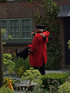 Chelsea pensioners at Chelsea flower show 2015