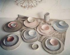 2,286 vind-ik-leuks, 55 reacties - jook (@itsajook) op Instagram: 'H A N D M A D E c e r a m i c s Soft colors. On their way to a new owner. Happy sunday !' #ceramics #pink #softpink #dinnerware #tableware