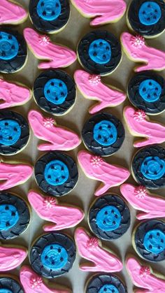 Pink Heels or Blue Wheels? Gender Reveal Cookies, Baby Gender Reveal Party, Gender Party, Baby Boy Baptism Outfit, Baby Lane, Its A Girl Announcement, Baby Girl Crochet Blanket, Baby Cooking, Girl Themes