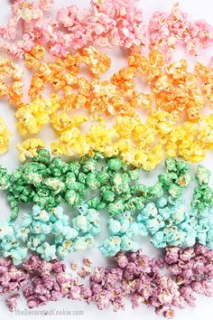 Colorful, candy RAINBOW POPCORN is perfect for a rainbow or unicorn party. Colored popcorn recipe, awesome unicorn food. Video recipe. Popcorn Recipes, Snack Recipes, Dessert Recipes, Potato Recipes, Snacks Ideas, Chickpea Recipes, Bar Recipes, Fudge Recipes, Easter Recipes