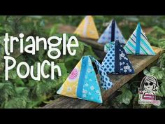 Triangle Pouch – (with no exposed seams) – Purses And Handbags Diy Coin Purse Tutorial, Zipper Pouch Tutorial, Tote Tutorial, Easy Sewing Projects, Sewing Tutorials, Bag Tutorials, Beginners Sewing, Sewing Crafts, Triangle Bag