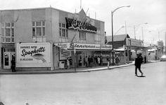 Le restaurant le Buffet, sur la rue Dalhousie, en 1966. Chute Montmorency, Quebec Montreal, Chateau Frontenac, Le Petit Champlain, Ottawa, Back In The Day, Rue, Black And White Photography, Images