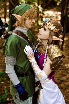 Link and Zelda. Best costumes woww... I wish que j'aurais ça avec mon chum pour l'halloween prochain hahahah