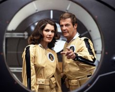 "Lois Chiles y Roger Moore en ""Moonraker"", 1979"