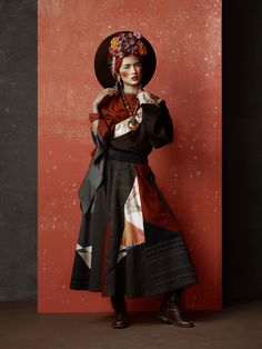 I love this idea of a board in the fore , the floor and the wall Oriental Fashion, Ethnic Fashion, Fashion Art, Fashion Models, High Fashion, Fashion Design, Hanfu, Cheongsam, Asian Style