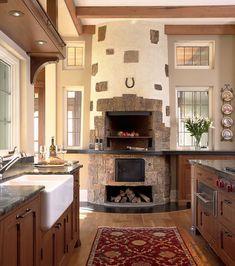 Кухня с камином в частном доме