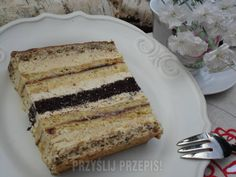 Kruchy tort orzechowo - kawowy - PrzyslijPrzepis.pl Polish Desserts, Mini Cakes, Vanilla Cake, Tiramisu, Deserts, Good Food, Food And Drink, Cooking Recipes, Nutrition