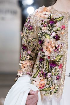 Georges Hobeika at Couture Fall 2016 - Details Runway Photos Style Couture, Couture Mode, Couture Details, Fashion Details, Couture Fashion, Fashion Design, Couture Dresses, Bridal Dresses, Fashion Dresses