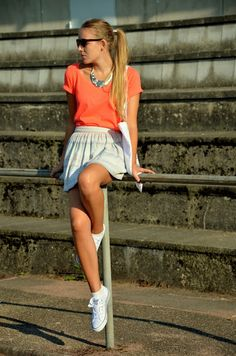Vintage life en Vogue - sport look- sneaker - summer look - tote bag - adidas - neon - fashion - look - style