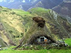 Is Asterix still living in the north of Spain...?(Asturias)...don't tell the Romans... Amazing Celtic houses anyway...
