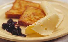 Fransk toast med ost og blåbærkompot Blåbærkompotten er meget hurtigt lavet. Opbevar den på køl og spis den sammen med ost og toast.