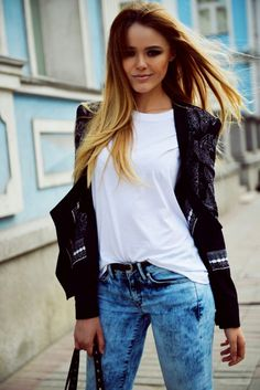 Kristina Bazan: chic jacket, simple white tee and boyfriend jeans Couture Mode, Couture Fashion, Fashion Line, I Love Fashion, White Shirt And Jeans, Fashion Blogger Style, Fashion Bloggers, Fashion Addict, Her Style