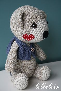 Juulius the teddy bear - with removable legs and recycled yarn