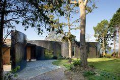 compact-1960s-bungalow-gets-renovation-extension-glass-pavilion-living-room-01