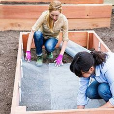 Pest Control In Your Raised Garden--Raised Bed Install Lining - How to Build a Raised Garden Bed - Sunset Mobile Building A Raised Garden, Raised Garden Beds, Raised Beds, Raised Patio, Raised Gardens, Backyard Projects, Outdoor Projects, Garden Projects, Backyard Patio