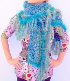 Fiber art, THE GREEN BEAUTY, handmade knitted shawl, peruvian alpaca y