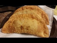 Good Ol' Fashioned Puerto Rican Chicken Empanadas – The Pink Avocado Chicken Empanadas, Empanadas Recipe, Meat Recipes, Mexican Food Recipes, Cooking Recipes, Delicious Recipes, Puerto Rican Chicken, Recipe For 4, Food Network Recipes