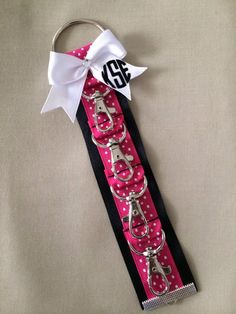 Klinger™ Backpack Strap / Cheer Bow Holder. Pink / by ThePEPshop Cute Cheer Gifts, Cheer Gift Bags, Cheer Mom, Team Gifts, Cheer Stuff, Coach Gifts, Cheer Coaches, Cheerleading Gifts, Softball Gifts