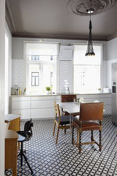 Patterned flooring grey ceiling classic subway tile Contemporary meets traditional Maybe a good ceiling color for the new kitchen? Grey Ceiling, Colored Ceiling, Ceiling Color, Floor Ceiling, Kitchen Interior, New Kitchen, Kitchen Design, Urban Kitchen, Eclectic Kitchen