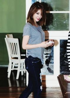 Gray Plain Tee in Sexy Look of T-ara  Jiyeon