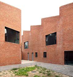 Songzhuang artist studios by Knowspace #gevel #volume #materialisatie #baksteen #compositie #volumeschakeling