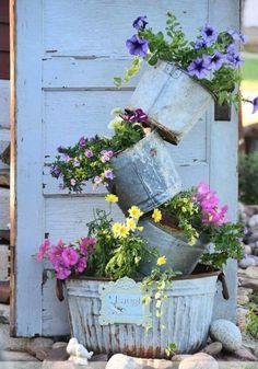 Super cute farmhouse garden