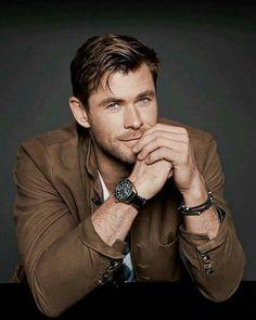 Chris Hemsworth - f a v o r i t e s Chris Hemsworth Thor, Chris Pratt, Chris Evans, Celebrity Dads, Celebrity Crush, Celebrity Style, Snowwhite And The Huntsman, Hemsworth Brothers, Z Cam