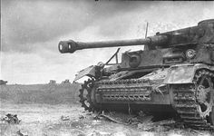 Kursk, July 1943. In the picture - the destroyed German medium tank PzKpfw IV (H modification or G).