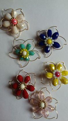 Flores en alambrismo Copper Wire Jewelry, Wire Jewelry Making, Wire Jewelry Designs, Wire Wrapped Jewelry, Wire Crafts, Jewelry Crafts, Jewelry Art, Beaded Jewelry, Handmade Jewelry