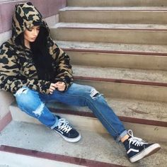 Vans are the most comfortable shoes you'll probably ever own. Here are some everyday Vans looks you'll want to steal. Bape Outfits, Casual Outfits, Fashion Outfits, Kylie, Piercing, Blazers, Grunge, Hip Hop, Rocker